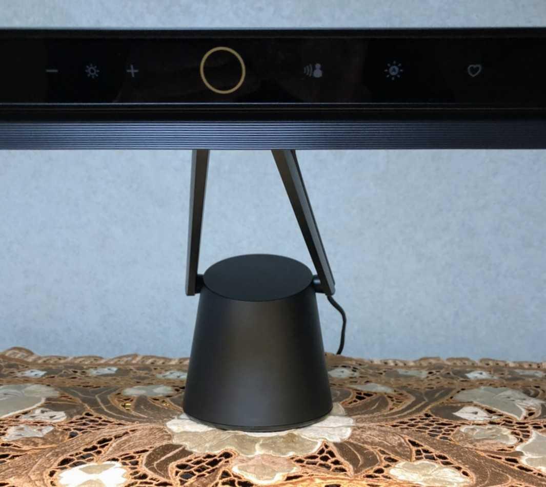 PianoLightをピアノのカバーの上に設置